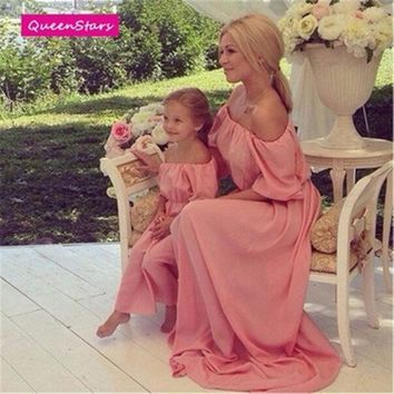 CREYL 2016 Summer Pink Family Matching Outfits Beach Maxi Long Dress Chiffon Women Kids Clothing Family Look Fitted Loose Off Shoulder