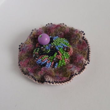 Lilac ladies brooches, Crochet brooches, Flower brooches, Boho chic fashion, Vintage brooches, Gift for her, Crochet flowers, Brooch jewelry