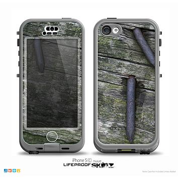 The Nailed Mossy Wooden Planks Skin for the iPhone 5c nüüd LifeProof Case