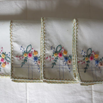 Set of 4 Vintage Linen Napkins - Hand Embroidered with Flowers. Shabby Chic