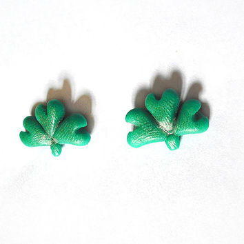 St Patricks Day green shamrock earrings hypoallergenic for sensitive ears handmade
