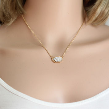 Cute Quartz Oval Pendant Necklace