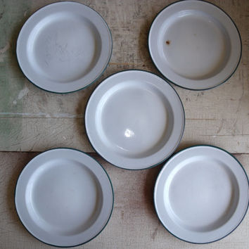 Lot Of 5 Vintage Graniteware Enamelware Dessert Or Salad Plates White With Green Trim