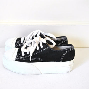 early 90s platform sneakers size 7