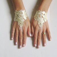 5 pairs Bridesmaid gloves leaf bridal gloves lace gloves fingerless gloves light yellow gloves  free ship