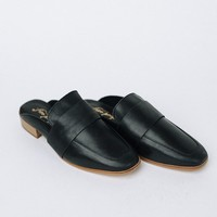 At Ease Loafer in Carbon - cladandcloth
