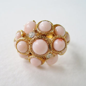 Vintage 1972 Beach Cottage Chic Signed Avon Arabesque Cluster Size MEDIUM Gold Tone Coral Pink Faux Pearl Rhinestone Ring Original Box NIB