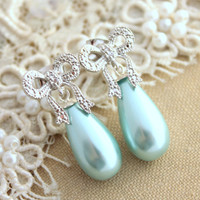 Pearl earrings Mint and Silver bow  Majorica Pearl jewelry, Bridal wedding jewelry - Rhodium over brass earrings with mint pearls.