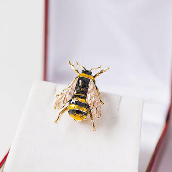 Vintage Bumble Bee  Brooch Gold Shade. Enamel Large Bee Brooch. Gift Costume Jewellery Bee. Women Lapel Brooch Insect Fashion Europe made