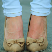 Bow Me Away Heels: Tan