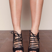 BLACK STRAPPY OPEN TOE CHUNKY HEELS