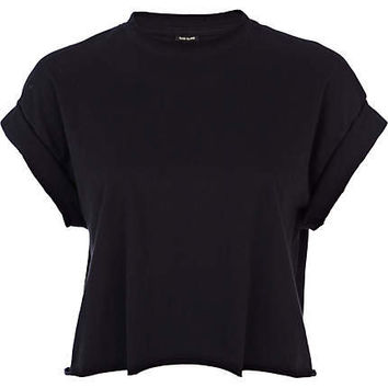 Black short sleeve boxy cropped t-shirt