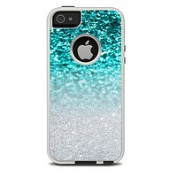 The Aqua Blue & Silver Glimmer Fade Skin For The iPhone 5-5s Otterbox Commuter Case
