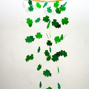 Shamrock mobile - St. Patrick's Day - Men love guinness - Ready to Ship