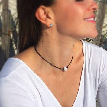 ONETOW Day-First? Black Leather and Pearl Choker Necklace