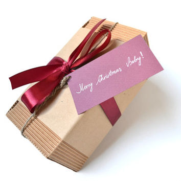 Gift wrap with note / Gift packaging with tag