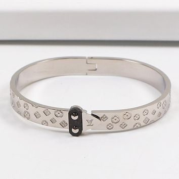 Louis Vuitton LV Fashion New Monogram High Quality Personality Bracelet Accessories Women Silver
