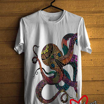 Men T-shirt : Beautiful Electric Octopus Design