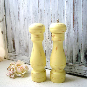 Yellow Wooden Pepper Mill and Salt Shaker, Pepper Grinder, Spring Yellow Salt and Pepper Set, Shabby Chic Yellow Kitchen Decor, Gift Ideas