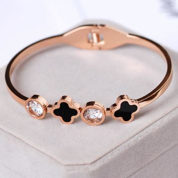 Cartier rose gold titanium steel four-leaf clover necklace bracelet bracelet earring three-piece set of temperament matching female accessories