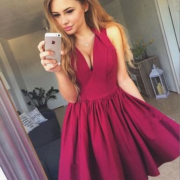 Burgundy V-neck Pleats Stain Short Homecoming Dresses