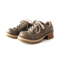 Vintage 90s brown chunky oxfords. lace up shoes. women's 9