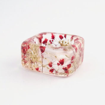 Queen Anne's Lace and Red Baby's Breath Resin Ring. Red and White Botanical Pressed Flower Resin Ring.  Square Ring.