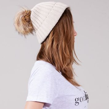 Knit hat with furry pompom - KNITTED HATS - WOMAN | Stradivarius United Kingdom