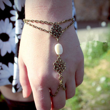Bronze Filigree Shell Drop Slave Chain Ring Bracelet