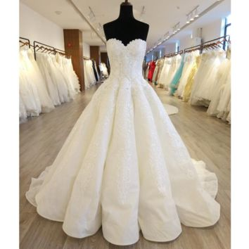 Sweetheart New Wedding Dresses Ball Gown Lace Appliqued Royal Luxury Bridal Gown