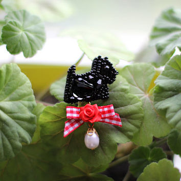 Mini Brooch black Scotch terrier embroidery beads and pearls English Style
