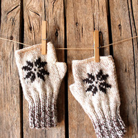 Knitting Fingerless Gloves . Fashion 2016 . Girls Women . Star . Valentines Day . Love . cream color and brown / Beige /