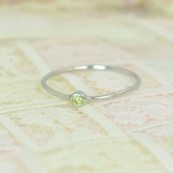 Tiny Peridot Ring Set, Solid White Gold Wedding Set, Stacking Ring, White Gold Peridot Ring, August Birthstone, Mothers Ring, Gold Peridot