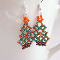Christmas tree earrings, seed bead earrings, beaded christmas tree, christmas earrings