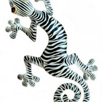 Gecko w/ Zebra Coloring - Painted Metal Tropical Wall Hanging - Garden Art - K-1052