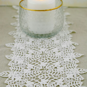 Lace table runner in ivory