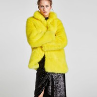 COLORED FAUX FUR COAT DETAILS