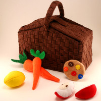 Woven picnic basket with felt food