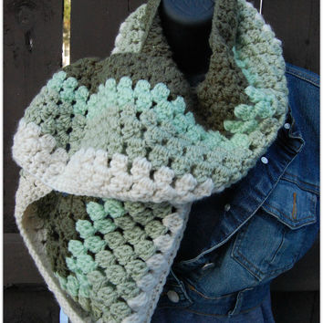 Women Infinity Scarf - Women Handmade Infinity Cowl scarf - Ombre Scarf in green - Winter and fall accessory - Gift for her
