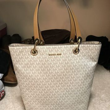 One-nice™ MICHAEL MICHAEL KORS HAYLEY LARGE CONVERTIBLE VANILLA MK LOGO TOTE BAG
