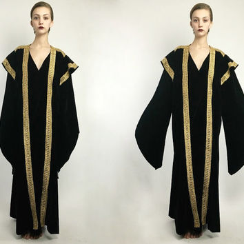 Vintage 70's Black Gold Velvet Traditional Ethnic Embroided Avant Garde Theater Occult Pagoda Sleeve Duster Kimono Robe Cape S M L Os