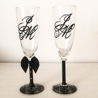 Custom Monogrammed champagne glasses - 3d bow and pearls