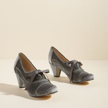 Chelsea Crew Notch Your Step Oxford Heel in Grey Velvet
