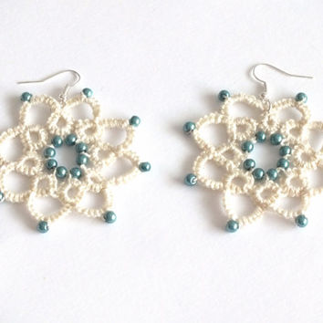Ivory Flower Tatted Earrings with Teal Pearls, 8 Petals Flower Tatted Lace Earrings, Ivory Flower Tatting Earrings, Ivory Blue Lace Earrings