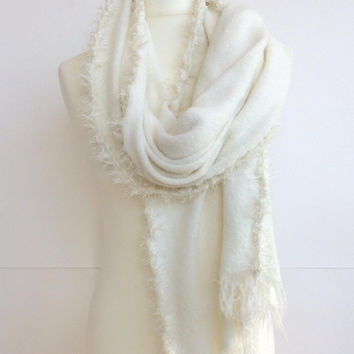 Ivory Wedding Stole, Boho Bridal Shawl, Knit Wedding Shawl, Winter Bridal Scarf, Oversize Wedding Shawl, Fringed Shawl, Bridal Wrap Scarf