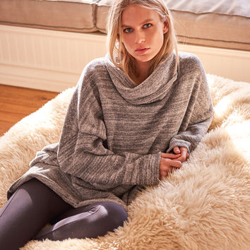 Barefoot Dreams® - COZYCHIC® FUNNEL NECK PULLOVER