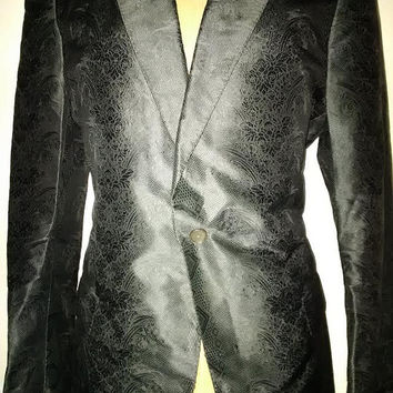 Alexander MCQueen MENS couture fine embroidered silk brocade black tuxedo jacket worn by David Bowie. Avant garde shoulder RARE Museum