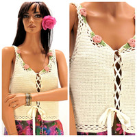 Vintage 80s crocheted top size M /L, boho knit cream and rose lace up crop top, white crocheted cottage chic top /vest, SunnyBohoVintage