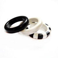 Black and White Lucite Plastic Band Ring Lot