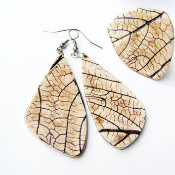 White and brown leaf impression jewelry set- polymer clay- earrings and ring set- dangle earrings-organic look- handmade- rustic- woodland
